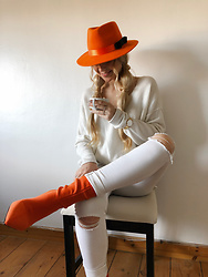 The Blonde Bliss - Hat, More Details On - White look with orange details