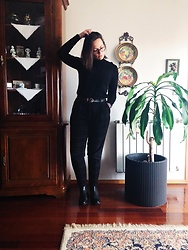Mar S - United Colors Of Benetton Black Checkered Pants, Punto De Roma Black Thin Turtleneck, Ray Ban Glasses, Black Boots, Levi's® Brown Belt - 07. Black on black