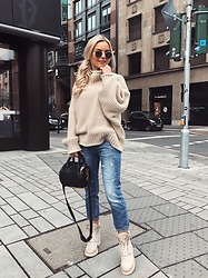 Romina M. - H&M Sweater Turtleneck, Alexander Wang Bag, Balmain Boots - Cozy | @Donnaromin