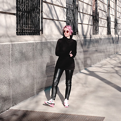 Jessie Barber - Wulfka Ginsberg Hoodie, H&M Faux Leather Leggings, Nike Air Max 90 Infra Red, Madewell Fest Sunglasses - The Best Hoodie in the World