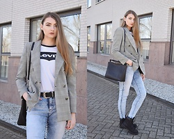 Paulina Kędzierska - Double Breasted Blazer, Jeans, Black Boots, White Shirt - Double-breasted blazer