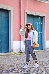 Kate Cenon - H&M Pink Cap, Missguided Barbie Bodysuit, Pull & Bear Gingham Pants, Adidas Superstar - Streetstyle Barbie
