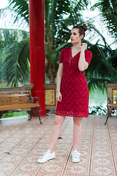 Andrea Funk / andysparkles.de - Adidas Sneakers - Red Lace Dress