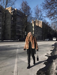 Liva Bambale - Zara Black Boots, H&M Black Jeans, H&M Faux Fur Coat, H&M Grey Sweater - Teddy bear