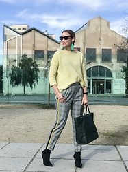 Colourvibes Blog - Zara Yellow Sweater, Zara Jogger Pants - Jogger pants