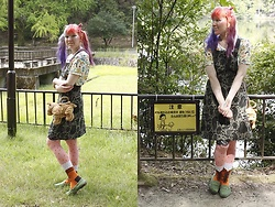 Lindwormmm - Hello Sweetie Store Pokemon Ash Ketchum Crop Top, Poola Kataryna Monster Print Pinafore Dress, Les Queues De Sardines Heidi Hairy Legs Print Tights, Second Hand Sharpei Toy Dog Bag - Critter Lake Adventures