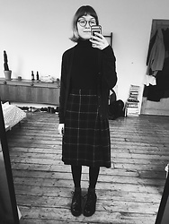 Toni Caroline - Uniqlo Grey Cardigan, Beyond Retro Vintage Kilt, George Cox Black Monkey Boots - 11.03.2018