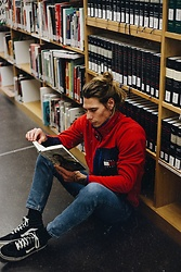 Richy Koll - Vans Sneakers, Lee Jeans, Nike Socks, Tommy Hilfiger Sweater - Reading in the moonlight.