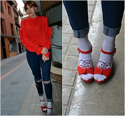 Mi Vida En Rojo - Women'secret Socks, Cuplé Shoes, Sfera Top, Zara Jeans - Girl Power Socks
