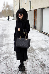 Panda . - Quay Sunglasses, Acne Studios Coat, Chanel Bag, Asos Shoes - WOMEN IN BLACK