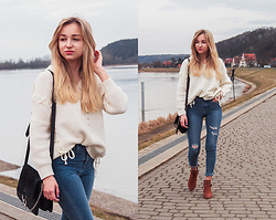 Dalena Daily - Sweater, Jeans, Boots - COUNTRY GAL