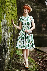 Bleu Avenue - Timeless Treasures Wilderness Leaves In Cream Handmade Dress, Chase & Chloe Oxford Heels - Happy St. Paddy's Day