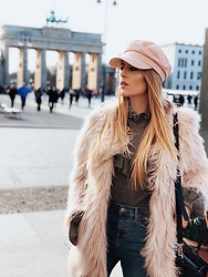 Laura Simon - H&M Rose Cap, Gina Tricot Grey Sweater, River Island Faux Fur - Faux Fur is the best choice in winter months💫