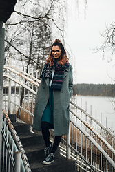 Kinga - Tommy Hilfiger Scarf, Asos Coat, Converse Shoes, Tous Glasses, Reserved T Shirt - Autumn in spring