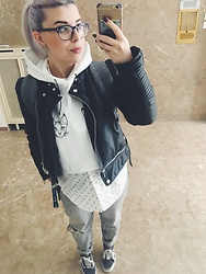 Connie Boikou - Pull & Bear Leather Jacket, Cropped Hoodie With Cats, H&M White Shirt With Diamont Print, Bershka Mom Fit Jeans, Vans Old Skool Grey, Herschel Backpack - Croped hoodie weakness