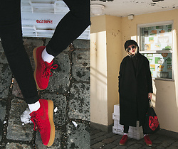 Christa Könönen - Nike Sneakers, Cos Jacket, Ray Ban Sunglasses - 240318 ig @chsnafu