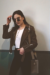Anna Puzova - Sammydress Jacket, Rosegal Top, H&M Jeans, Stuudio Nahk Bag, Rosegal Shades - BUTTONED TOP
