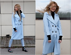 Sofija Surdilovic - Gamiss Winsdor Blue Coat, Rosegal Floral Boots - Windsor blue, windy mood