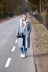 Anna K - Levi's® Tshirt, Valentino Bag By Mario, Converse Shoes, Missguided Coat - PLAID COAT PART #1