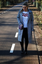 Anna K - Levi's® Tshirt, Missguided Coat, Versace Jeans Shoes, Armani Exchange Bag - LEVIS TSHIRT