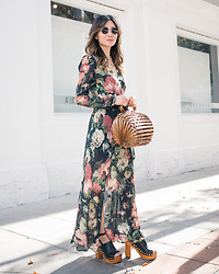 Elizabeth Lee (Stylewich) - Reformation Floral Dress, Cult Gaia Lilleth Bag - Bamboo