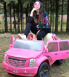 Karen Cardiel - Mexican Handmade Cape, Ray Ban Pink Sunglasses, Nike Air Force 1, Forever 21 Black Leggings - Feeling like Kardashians into the forest