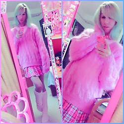 Victor Faretina -  - Stay warm in pink fuzzy sweater ♡