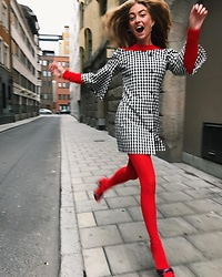 Rita Yarova - Red Tights - Flying Lady