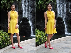 Divine Tio - Forever 21 Plunging Self Tie Chiffon Dress, Nine West Pink Bow Pumps - Yellow Not So Mellow