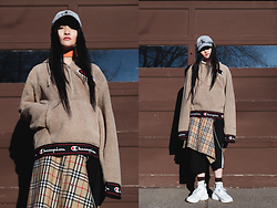 Pxkin - Champion Oversize Fuzzy Sweater, Nike White Sneaker, Adidas Black Stripe Shorts, H&M Orange Belt, Burberry Plaid Jacket, Brown And White Socks, Chain, Calvin Klein Denim Cap - Oversize mood