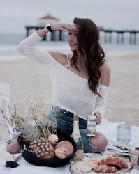 K-laa White - Forever 21 Off The Shoulder Knit, Madewell The Perfect Summer Jean - Are you looking for me or the sea?