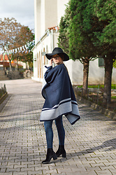 Tamara Bellis - H&M Jeans, H&M Hat, H&M Poncho, H&M Boots - Modern Mary Poppins