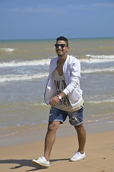 Bachir HA - Komono Glasses, Zara Sweaters, Giant Vintage One Pieces, Daniel Wellington Watches, Pull&Bear Short Pants, Converse Sneakers - Walk on the beach side