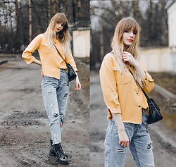 Mary Volkova - Insta - Yellow