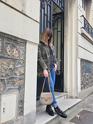 The laid-back girl Léa - Sincerely Jules Camo Jacket, Zadig & Voltaire Tee, Levi's® Jeans, Chloé Bag, Missguided Boots - Camo jacket and studded boots