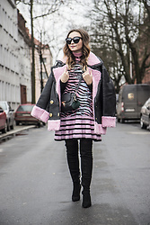 Ala Anigacz -  - THE PINK AND BLACK LOOK