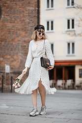 Esra E. - Christian Dior J´Adior Bag, Mango Polka Dots Midi Wrap Dress, Nike Grey Sneakers - Dots & sneakers