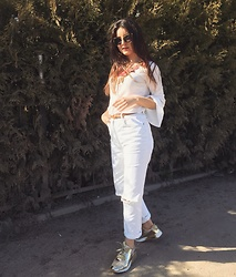 Mihaela Logoș - Nike Shoes, Olivia Blouse, Arizona Jeans - All in white