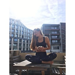 Mina T - Hey Honey Top, Hey Honey Yogapants - Sunday Coffees