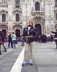 Eliza Jastrzebska - Nike Sneakers, Offwhite Belt, Stüssy Hoodie - Trying my best