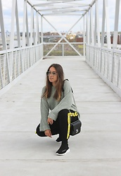 Claudia Villanueva - Asos Sunglasses, Pull & Bear Sweater, Shein Pants, Zaful Bag, Gamiss Trainers - Sock Trainers