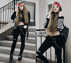 Karolina N. - Zaful Hoodie, Rosegal Belt, Deezee Boots - TOTAL BLACK & RED BANDANA