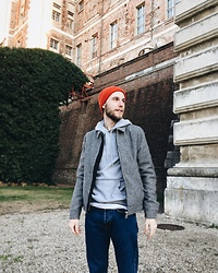 Davide Peretti - H&M Red Wool Hat, H&M Pied De Poule Spring Jacket, H&M Basic Sweater, H&M Straight Vintage Jeans - H&M head to toe