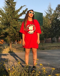 Karen Cardiel - Must Concept Store Family Guy Oversized Tshirt, White Sunglasses, Pull & Bear Black Chain Boots - UGH I'm allergic to stupid people
