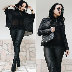 Priska Gomez - Ebay Black Bat Sleeves Shirt, H&M Grey Faux Leather Pants, Local Store Black Platform Boots, Stradivarius Black Skull Bag, Local Store Black Leather Jacket - Creature of The Night