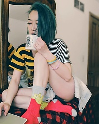 Fei Chung - Eddiebauer Blanket, Forever 21 Socks - Coffee time