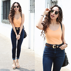 Attalia DASBEL - Zara Body, American Eagle Outfitters Jeans, Steve Madden Shoes - SUNSHINE