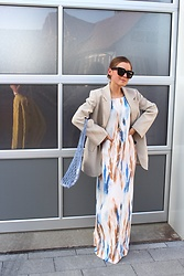 Anna Borisovna - H&M Blazer, Céline Bag, Zara Dress, Céline Chain, Céline Sunglasses - The Summer Dress