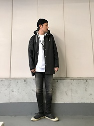 ★masaki★ - Newyork Hat Beanie, Stutterheim Raincoat, H&M Oversized Sweater, R13 Denim Slim Low, Converse Limited Allstar - Rainy day's fits