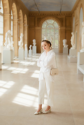 Karolina G -  - All white